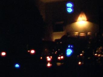 Eva, des lampes et des grillons